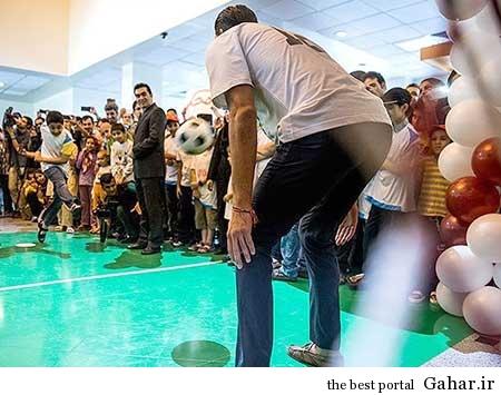 9304 5m2300 کودکان موسسه محک علیرضا حقیقی را گلباران کردند / عکس