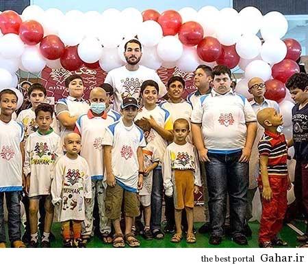 9304 5m2303 کودکان موسسه محک علیرضا حقیقی را گلباران کردند / عکس