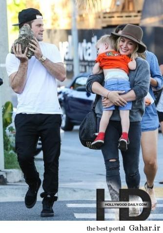 article26807971F6131 334x475 عکس های جدید هیلاری داف به همراه همسر و فرزندش