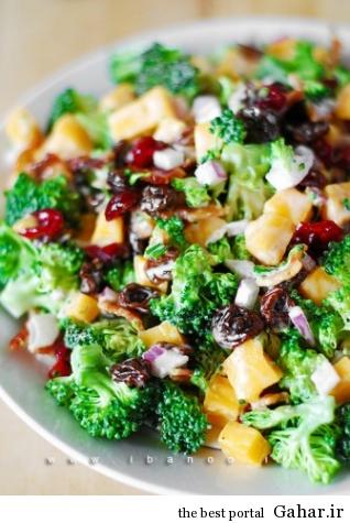 salad brocoli 3 318x475 طرز تهیه سالاد بروکلی و بیکن به همراه کشمش