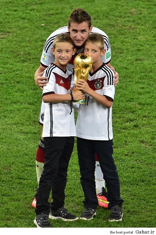wsdefrgthyjuik جشن قهرمانی آلمان ها با همسرانشان