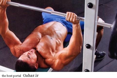 bench press 480x320 برنامه تمرینی برای قوی تر کردن عضلات سینه
