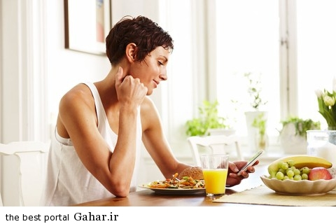 rbk 3 woman cell phone breakfast xln 480x320 راز هایی برای افزایش وزن در خانم ها
