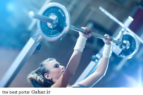 woman weight training1 480x320 روش های تنوع دادن به تمرینات بدنسازی