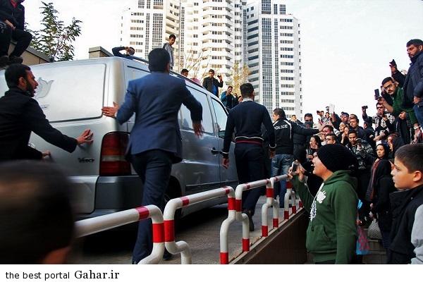 701369 عکس های تجمع هواداران مرتضی پاشایی مقابل بیمارستان