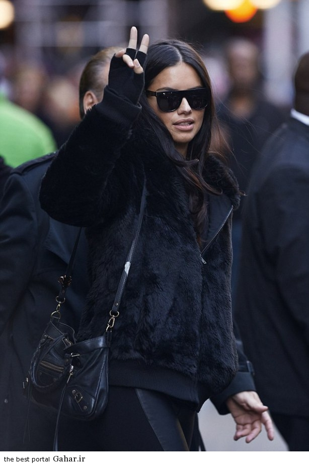 adriana lima was all covered up as she stepped out in midtown manhattan 021 عکس های ادریانا لیما در حال خرید