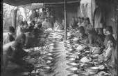 عکس جالب از ضیافت ناهار مقامات دولتی در عصر قاجار