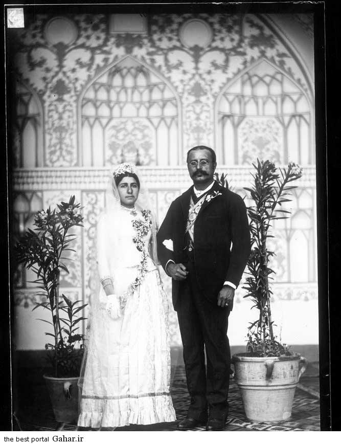 000445 عکس جالب از عروس و داماد زمان قاجار