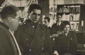 محمدرضا پهلوی در کنار پروین اعتصامی