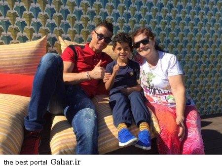 img14131150 عکس جدید رونالدو در تعطیلات به همراه خانواده اش