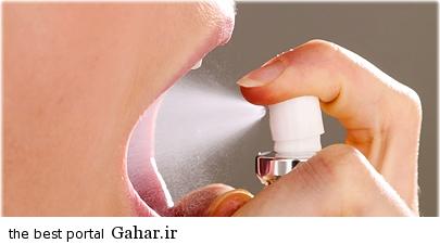 agefoto rm photo of woman using breath spray روش های از بین بردن بوی بد دهان در ماه رمضان