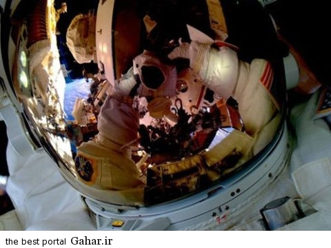 selfie.space  عکس پیاده روی یک فضانورد آمریکایی در فضا