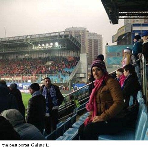 an interesting type of an iranian woman football stadium عکس حضور یک زن ایرانی در استادیوم فوتبال