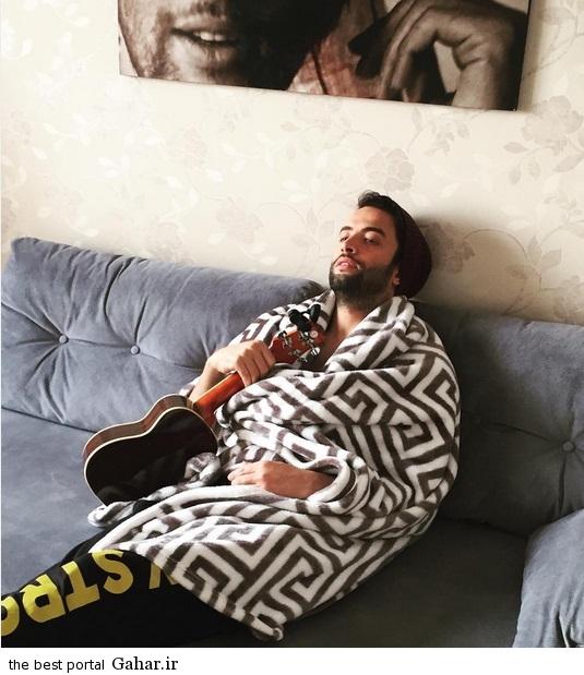beni10 عکس جدید بنیامین بهادری با پتو و گیتار!
