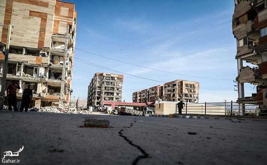 176014 Gahar ir شکاف زمین بعد زلزله کنار مسکن مهر! / عکس