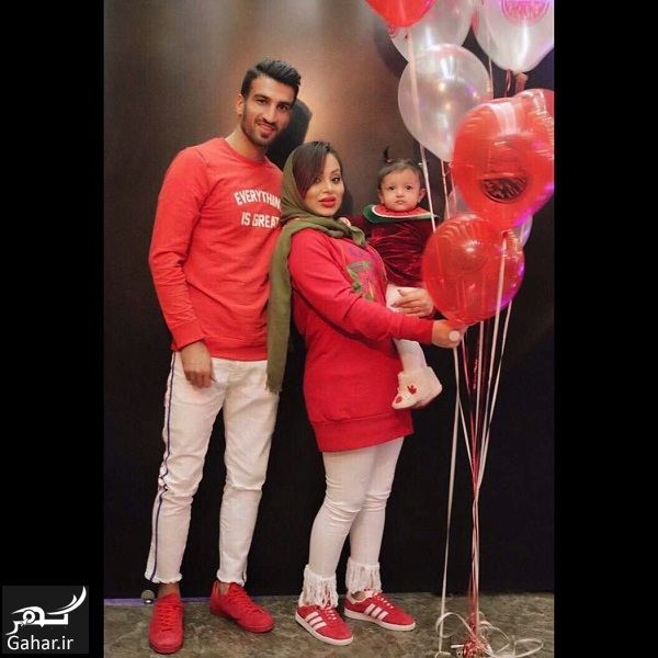 416274 Gahar ir عکسهای دیدنی حسین ماهینی به همراه همسر و دخترش با تیپ یلدایی