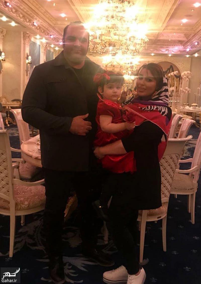 292865 Gahar ir عکس های بهداد سلیمی و همسر و دخترش در رستوران لاکچری