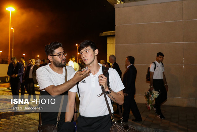 184660 Gahar ir عکسهای استقبال پرشور مردم از کاروان تیم ملی در فرودگاه امام خمینی
