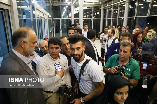 205198 Gahar ir عکسهای استقبال پرشور مردم از کاروان تیم ملی در فرودگاه امام خمینی