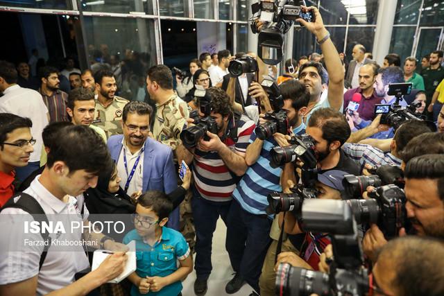 297875 Gahar ir عکسهای استقبال پرشور مردم از کاروان تیم ملی در فرودگاه امام خمینی