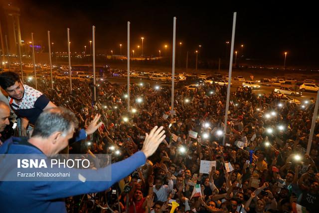 653201 Gahar ir عکسهای استقبال پرشور مردم از کاروان تیم ملی در فرودگاه امام خمینی