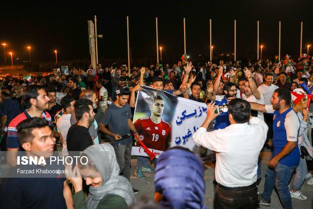 719837 Gahar ir عکسهای استقبال پرشور مردم از کاروان تیم ملی در فرودگاه امام خمینی