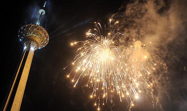 1455157293 عکس های دیدنی نورافشانی برج میلاد بمناسبت 22 بهمن