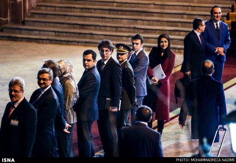 1457169613 عکس های نخست وزیر ترکیه و همسرش در فرودگاه مهرآباد