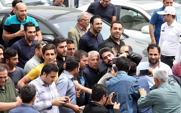 1461815698 صحنه های زشت در مراسم ختم مهرداد اولادی در تهران