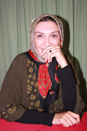 1462803167 یکی از بازیگران زن ایرانی : در مترو دست فروشی می کنم