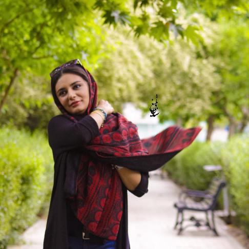 1463329115 عکس های لیندا کیانی در حال تبلیغ شال