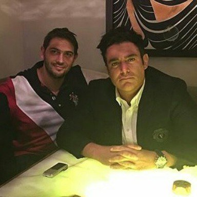 1463689415 عکس های محمدرضا گلزار و برادرش بردیا در افتتاحیه رستوران انار