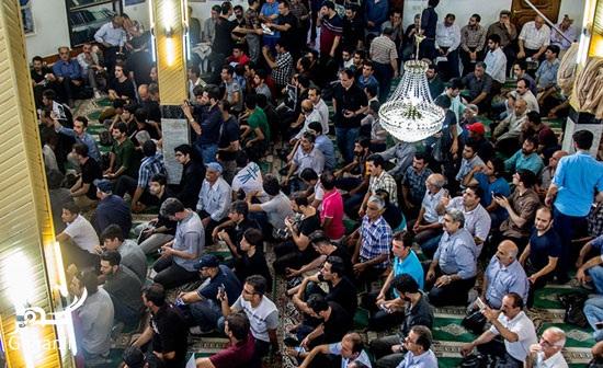 1469027929 عکس های مراسم چهلم حبیب محبیان با حضور مردم و بازیگران