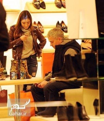 1481671790 عکس های مورینیو و دخترش در حال خرید بعد از پیروزی