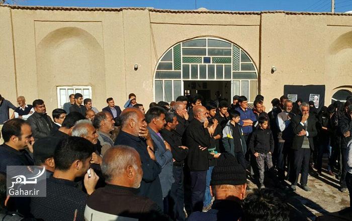 1484088759 عزاداری مردم در خانه پدری آیت الله هاشمی در بهرمان ؛ عکس