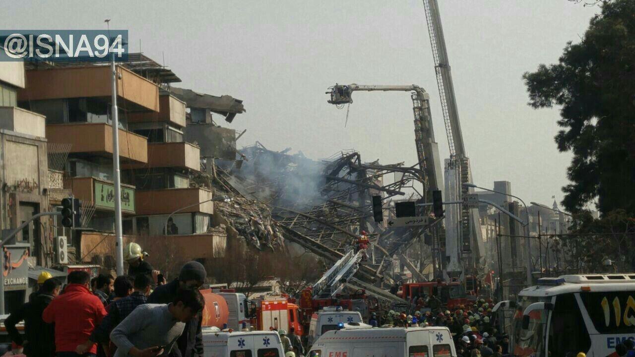 1484831670 ساختمان پلاسکو تهران پس از آتش سوزی فرو ریخت + فیلم