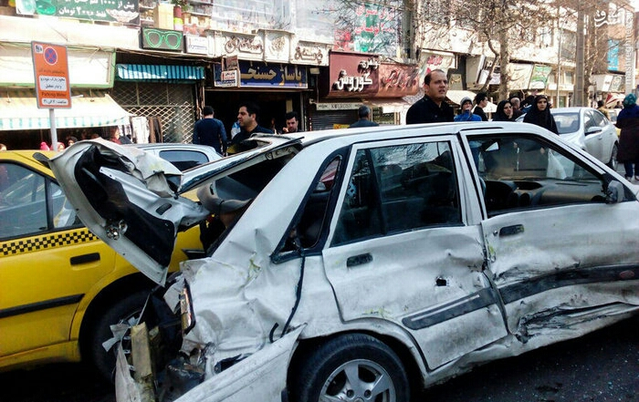 1487693163 حادثه ناگوار در کرج رخ داد ؛ برخورد اتوبوس با عابران / عکس