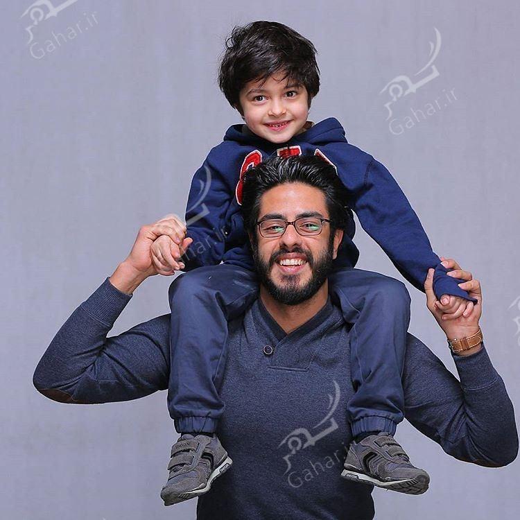 1489554363 عکسی دیدنی از پسران زنده یاد خسرو شکیبایی و شهاب حسینی