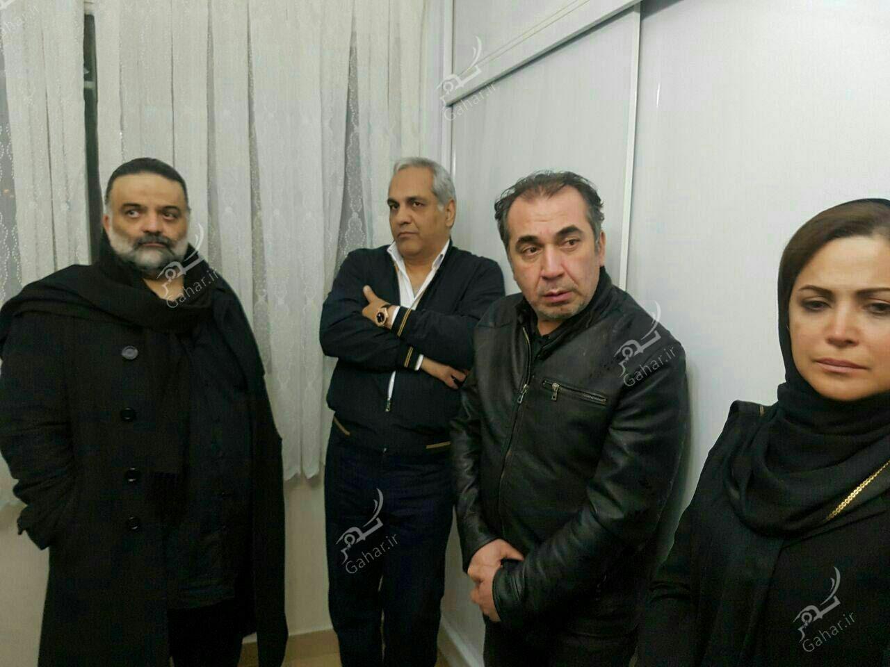 1489571945 حضور بازیگران در منزل مرحوم علی معلم / عکس