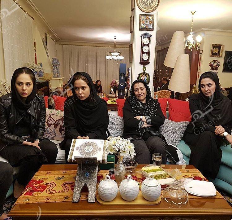 1489597257 حضور بازیگران در منزل مرحوم علی معلم / عکس