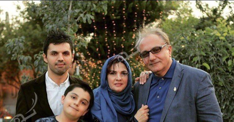 1489616842 عکس های مرحوم علی معلم در کنار همسر و فرزندانش