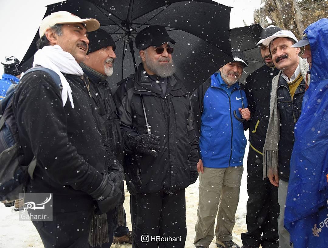 1490562373 عکس/ کوه پیمایی رئیس جمهور با جوانان در تهران
