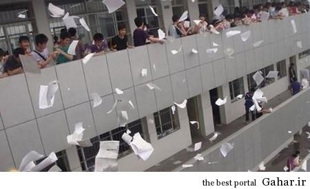 1v06ryv3wdwqpsicqwl رسم عجیب ژاپنی ها در پایان امتحانات / عکس