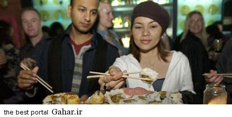 1350723507 parsnaz ir خوردن غذا روی بدن برهنه دختران + عکس