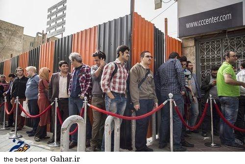 ebinews p resized 455266 140 عکس دیدنی از صف ایرانی ها برای گوشی جدید سامسونگ