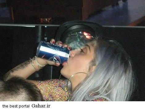 عکس دختر مدونا در حال نوشیدن الکل, جدید 1400 -گهر