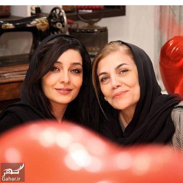 831684 Gahar ir عکس ساره بیات و مادرش
