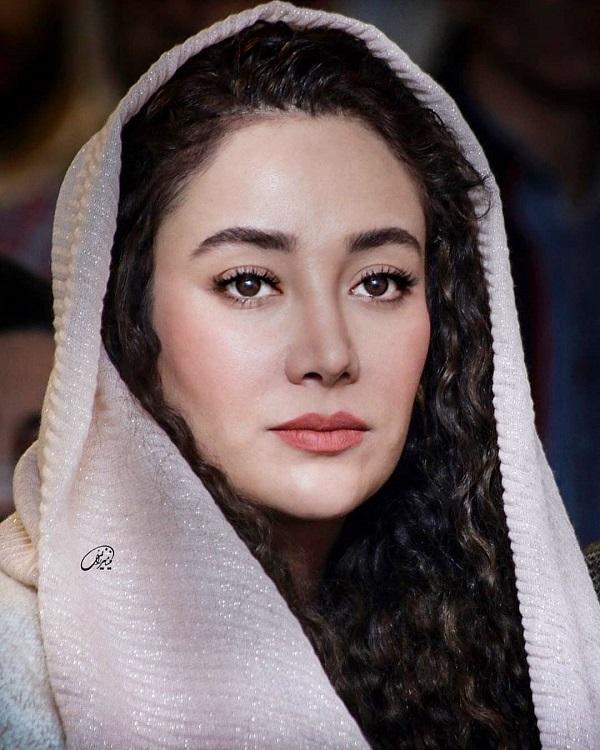 094570 Gahar ir عکسهای بهاره افشاری در مراسم رونمایی از کتاب صوتی اش