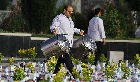 1465924580 عکس: بزرگترین سفره افطاری جهان در مشهد